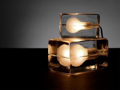 ザ・おしゃれアイテム。重厚なガラスに包まれたブロックランプ