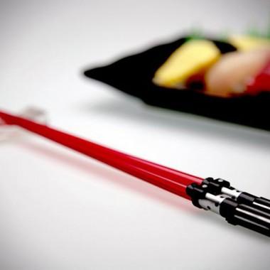 あなたの食生活にスターウォーズを!ライトセーバー型お箸!