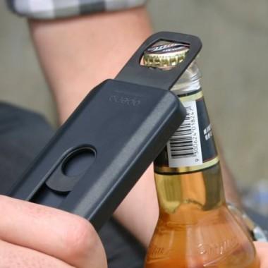 iPhone一つで栓抜きいらず。栓抜き付きハードケース