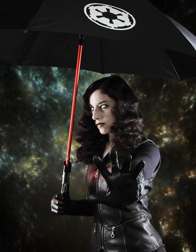 雨の降る日もスターウォーズを。ライトセーバー傘!