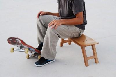 スケボー型椅子、いや椅子にも使えるスケボー