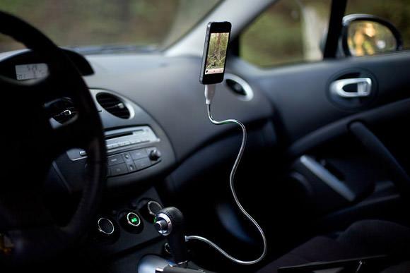 iPhoneが浮きます浮きます!便利なスタンド充電器