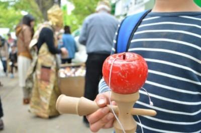 これは落とせない!りんご剣玉