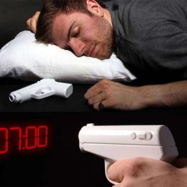 あなたを夢から覚ますハードボイルドな目覚まし時計です
