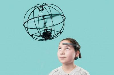 僕らは22世紀に近づいている!脳波で飛ばせるヘリコプター