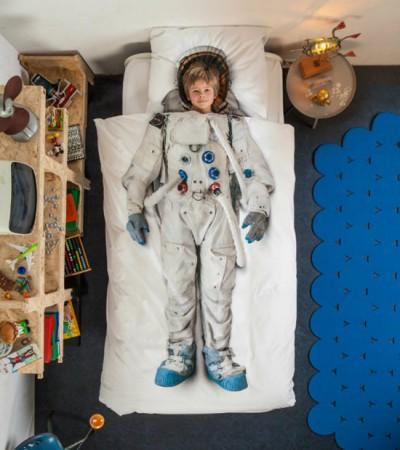 寝心地は無重力?夢見る子供宇宙飛行士
