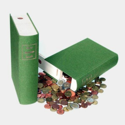 本棚にこっそりがっぽりへそくり貯金箱
