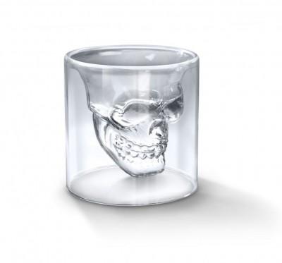 恐怖の宴は終わらない、スカルのショットグラスで乾杯