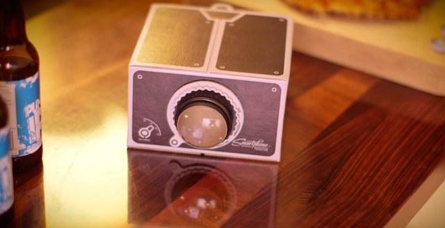 たった3,000円で夢の映写機が手に入る!?スマホを使ったお手軽プロジェクター